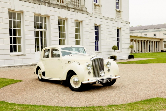 Vintage Bentley arrives at The Queen's House Greenwich